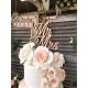 Wedding cake fleuri et cake topper mariage Mr Mrs en bois