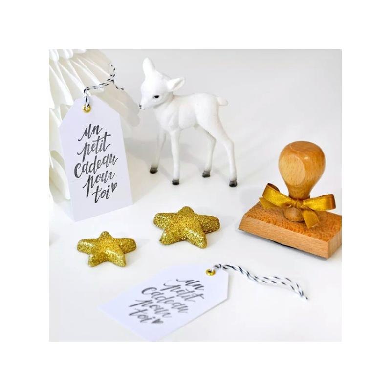 tampon festivit un petit cadeau pour toi d coration paquet cadeau. Black Bedroom Furniture Sets. Home Design Ideas