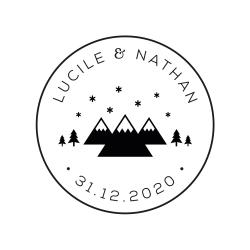 Tampon mariage personnalisé prénoms et date, motif montagnes et sapins