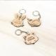 Porte-clés en bois tête de lapin personnalisé