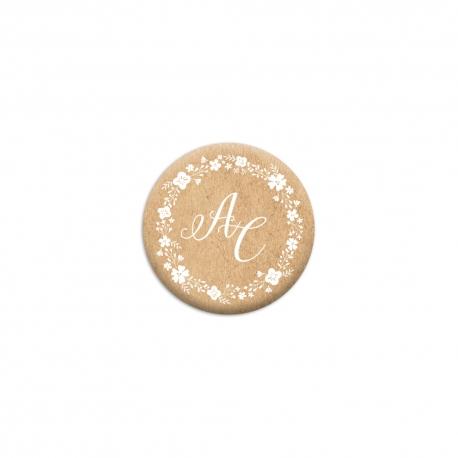 Cadeaux d'invités originaux mariage : badges kraft personnalisés