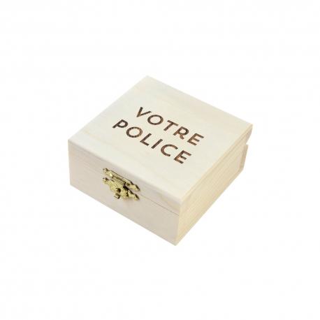 Boîte à alliances en bois gravée avec police